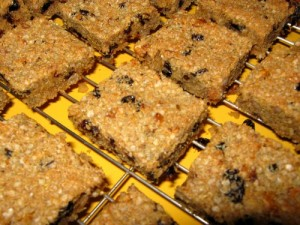 Quinoa Flakes Fuit and Nut Bar